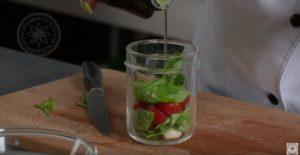 Самая вкусная закуска/ брускетта с томатами, моцареллой и соусом песто/ простой рецепт приготовления