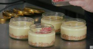 Вкусный десерт в баночке без выпечки - простой рецепт в домашних условиях