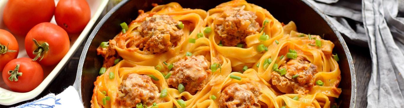 Гнезда с мясными тефтелями в сливочно-томатном соусе - простой и легкий рецепт приготовления блюда