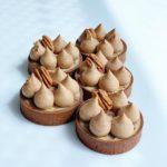 тарталетки на песочном тесте с карамелью и орехами